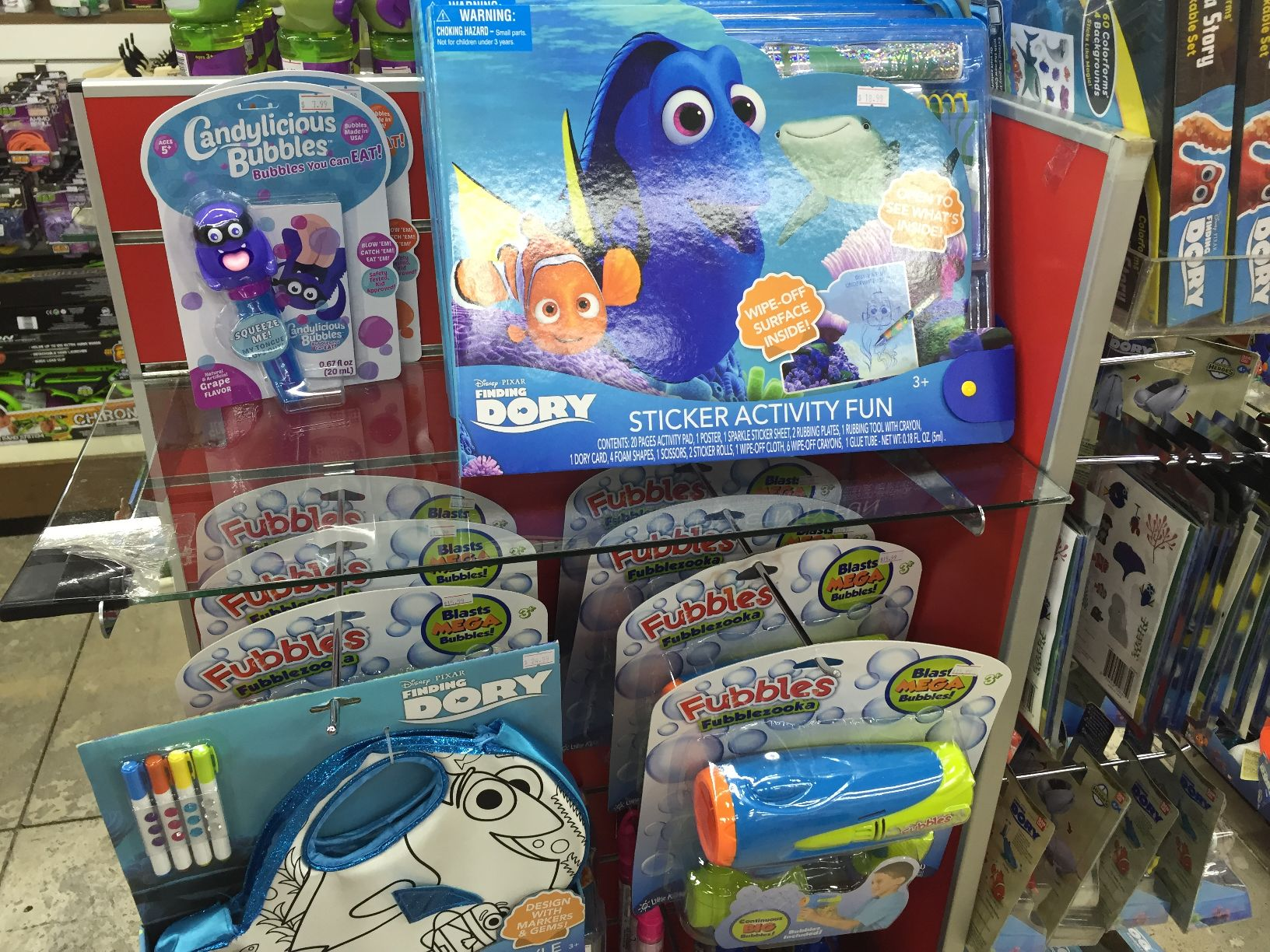 グアムのおもちゃ屋さんトゥインクルのディズニーグッズ(二モ)